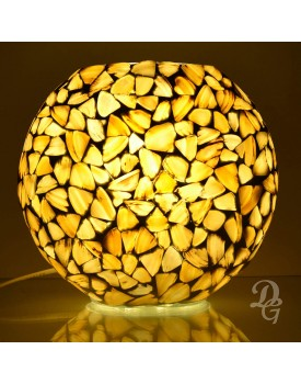 Decent Glass Mother of Pearl Shell Royal Interior Look Luxury Table Lamp for Homes Handicraft Mosaic Oval Shape Bedside Table Lamp for Bedroom