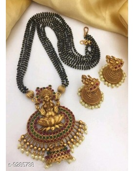 Feminine chunky jewellery set